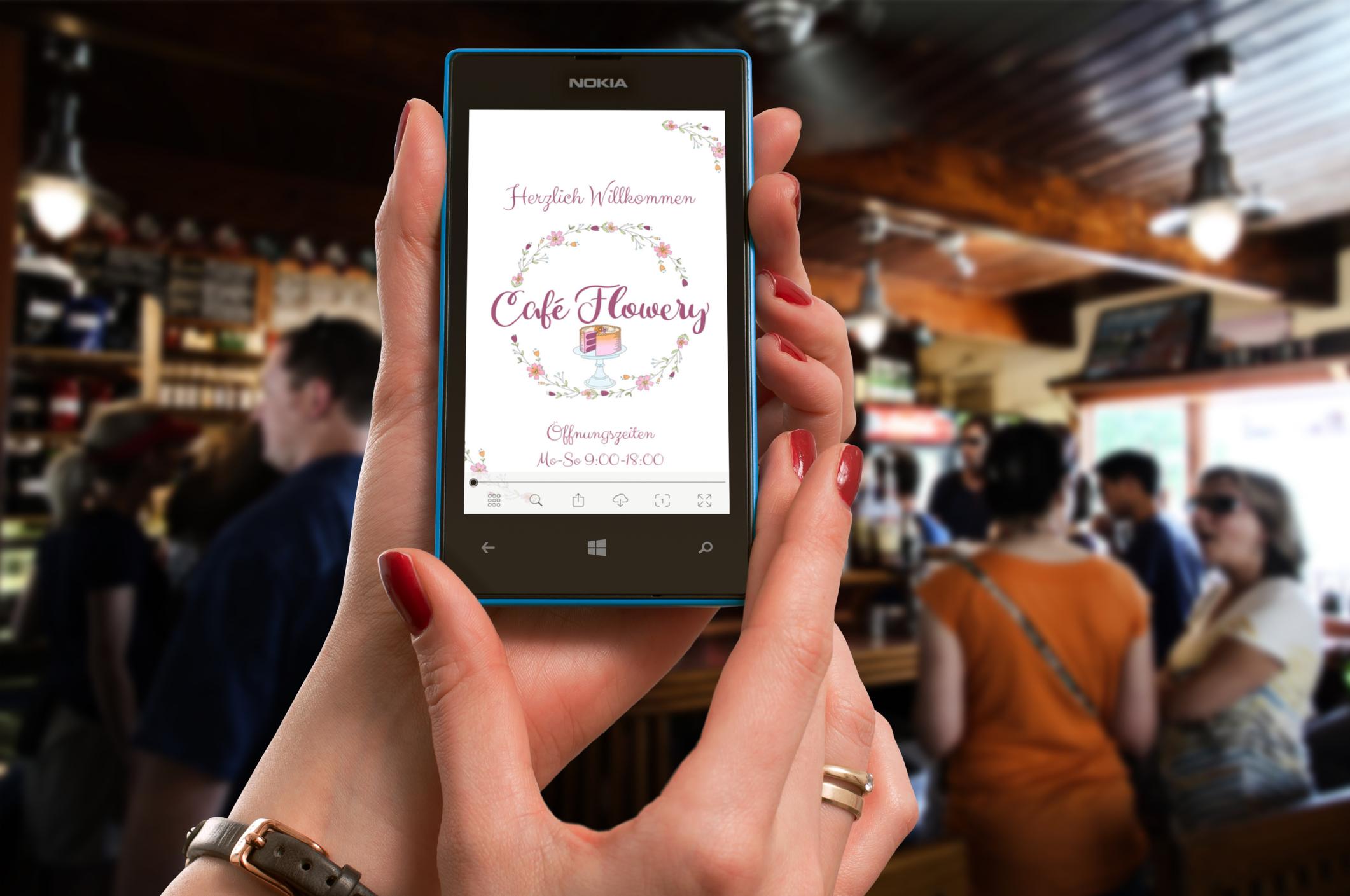Die digitale Speisekarte wird online über ein Smartphone aufgerufen